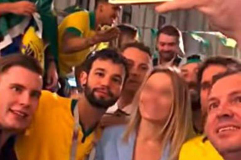 Mulher estrangeira é assediada por torcedores brasileiros na Rússia