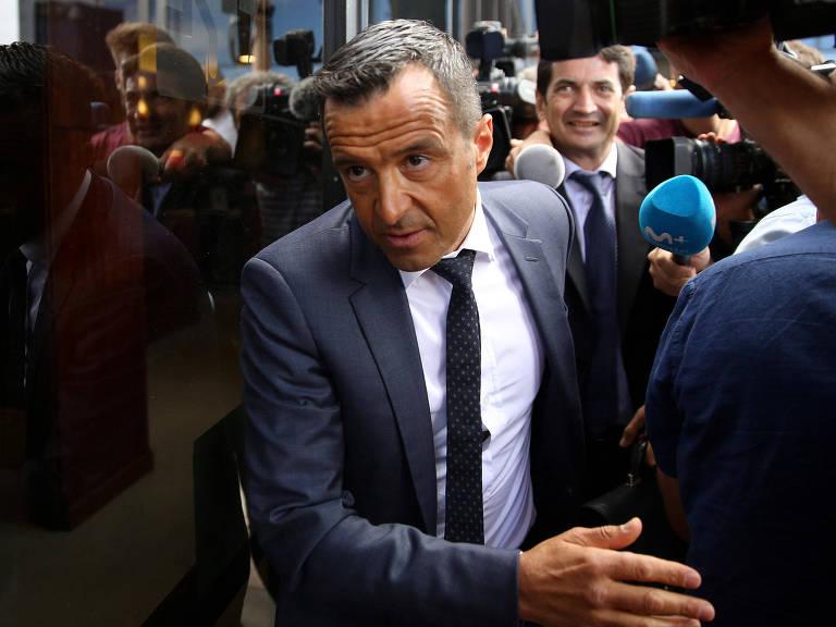 Jorge Mendes chega para testemunhar em processo de lavagem de dinheiro envolvendo o colombiano Radamel Falcao, seu cliente