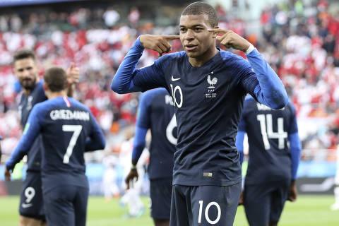 Mbappé 'explode', França se classifica e elimina o Peru da Copa do Mundo
