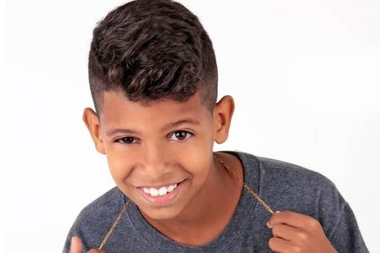 Aos 11 anos, o garoto Richardson Barbosa, agora conhecido como MC Bruninho, viu uma música que escreveu virar hit e ser cantada por Neymar e Gabriel Jesus