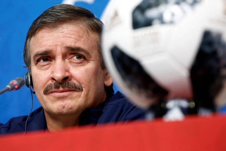 O técnico da Costa Rica, Oscar Ramirez, durante entrevista coletiva no Estádio São Petersburgo, onde sua equipe enfrentará a seleção brasileira nesta sexta-feira (22), pela segunda rodada da Copa do Mundo