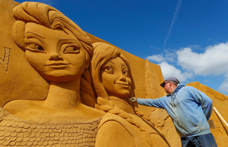Festival de esculturas na areia