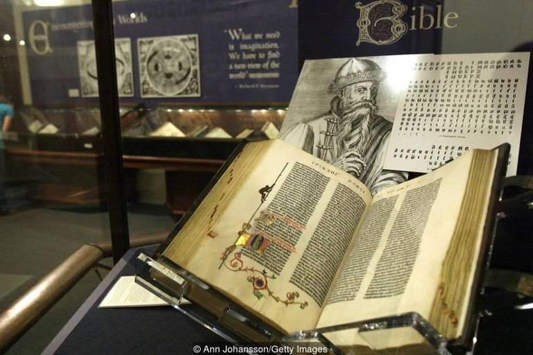 Das 150 a 180 Bíblias que Gutenberg imprimiu originalmente, hoje existem apenas 48