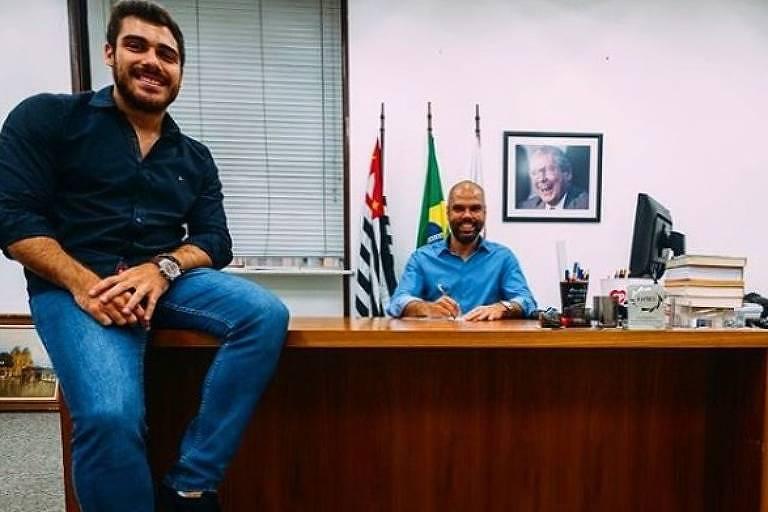 Gustavo Pires e Bruno Covas no gabinete