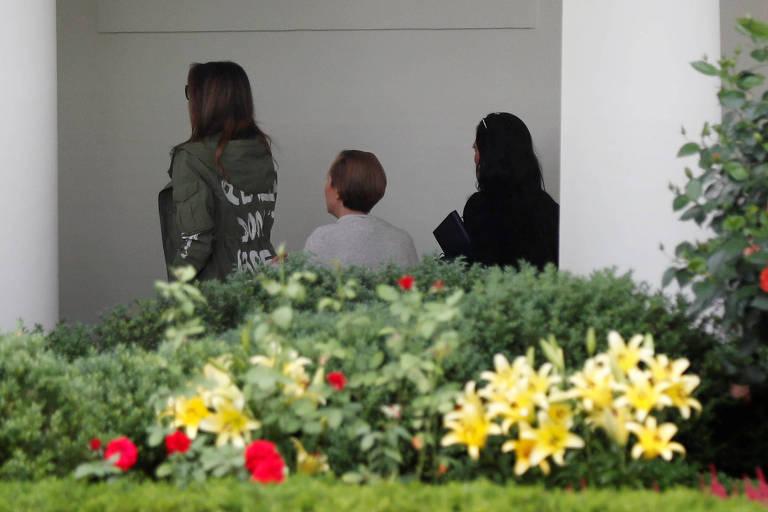 Melania Trump usa jaqueta controversa em viagem ao Texas