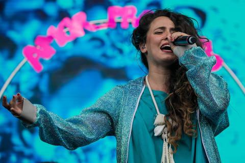 SAO PAULO, SP, BRASIL, 25-03-2018: Show da cantora Tiê, no palco Axe, no terceiro dia do festival Lollapalooza, no autódromo de Interlagos em São Paulo. (Foto: Eduardo Anizelli/Folhapress, ILUSTRADA)