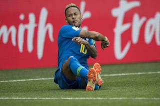 Copa Russa 2018. Neymar se irrita contra arbitragem no primeiro tempo contra a Costa Rica no estadio de Sao Petersburgo