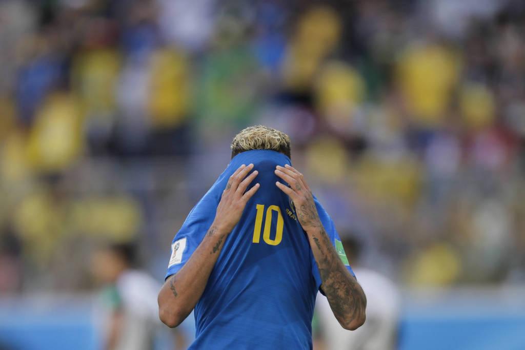 OFF: Com gols nos acréscimos, Brasil supera nervosismo e bate Costa Rica por 2 a 0
