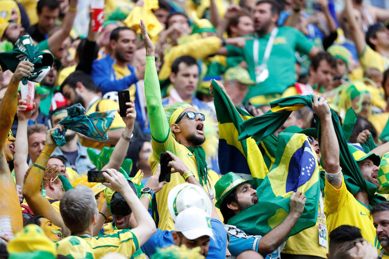 Torcedores brasileiros no jogo Brasil x Costa Rica
