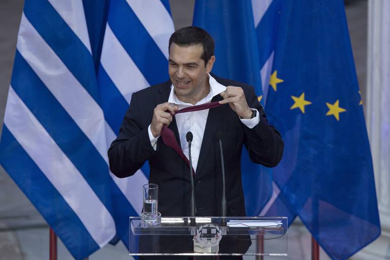 Premiê grego cumpre promessa e usa gravata pela primeira vez em três anos