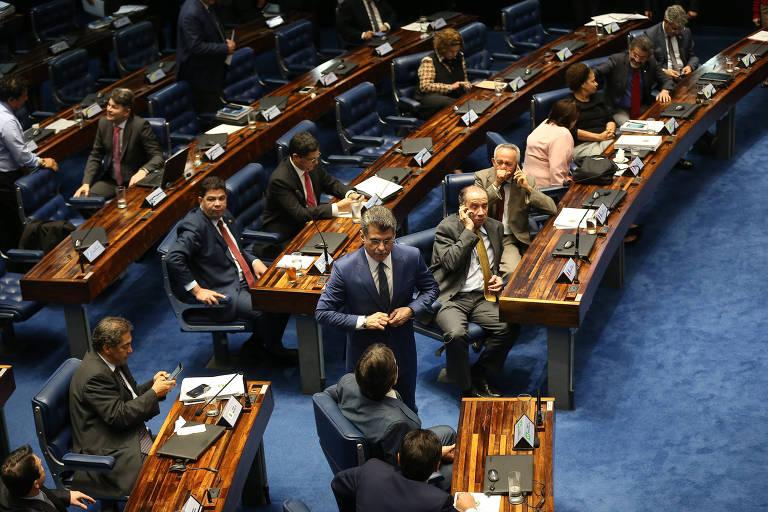 Senadores participam de sessão de votação da PEC do teto de gastos, em 2016