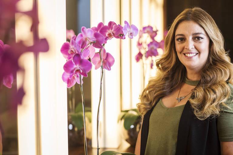 A cabeleireira Renata Souza em seu salão no Itaim Bibi