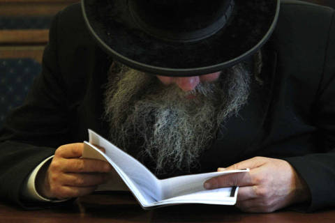 ORG XMIT: MOSB126 Russian Jew attends a service marking Holocaust Memorial Day in a synagogue in Moscow, Friday, Jan. 27, 2012. (AP Photo/Sergey Ponomarev)