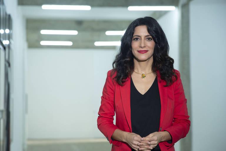 Marina Person apresenta programa Magazine Arte 1 com The New York Times