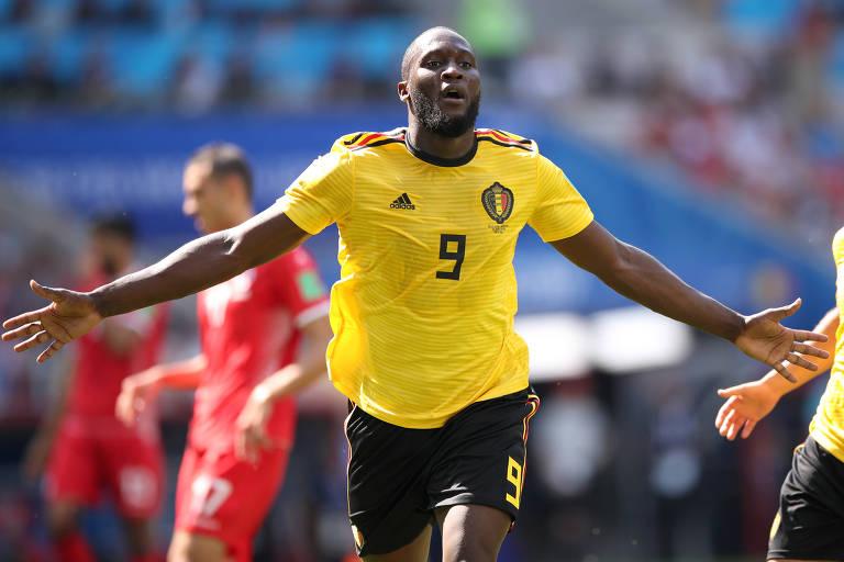 Romelu Lukaku celebra gol contra a Tunísia em Spartak