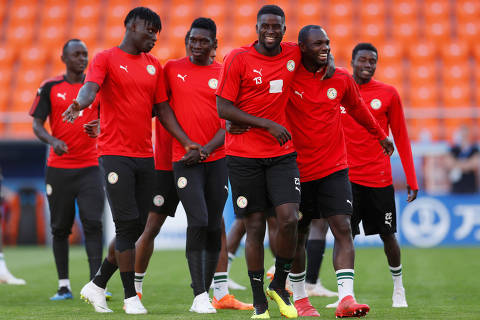 Soccer Football - World Cup - Senegal Training - Ekaterinburg Arena, Yekaterinburg, Russia - June 23, 2018   Senegal's Alfred N'Diaye and teammates during training   REUTERS/Andrew Couldridge ORG XMIT: AI