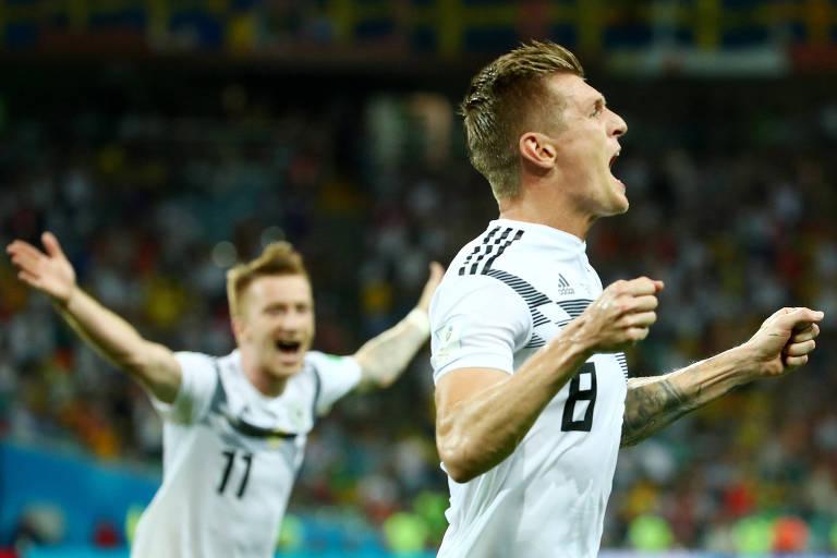 Toni Kroos celebra gol que deu a vitória à Alemanha