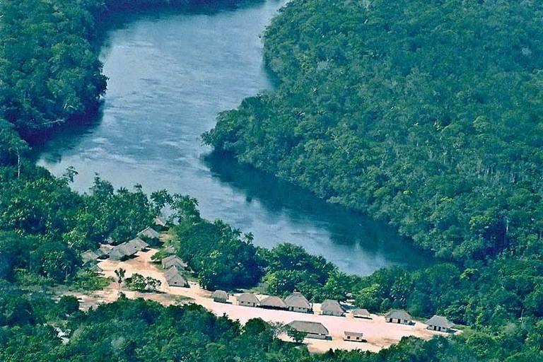 Comunidade no rio Içana, na Terra Indígena Alto Rio Negro (AM), onde ex-deputado tenta explorar minério