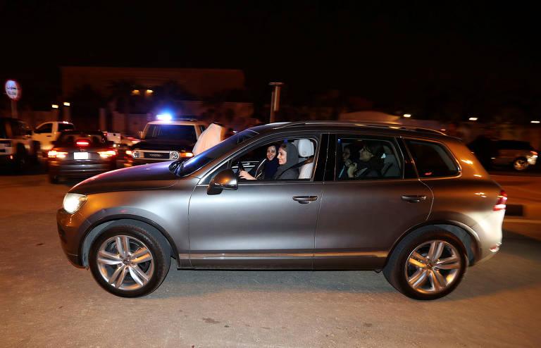 Mulheres passam a poder dirigir na Arábia Saudita, em 2018