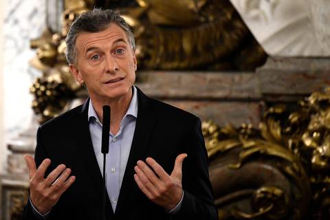 Argentine President Mauricio Macri speaks during the swearing-in ceremony of his new Energy Minister Javier Iguacel and Production Minister Dante Sica (out of frame) at the Casa Rosada government palace in Buenos Aires, on June 21, 2018. / AFP PHOTO / EITAN ABRAMOVICH ORG XMIT: EAS4666