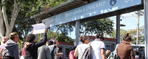 CAMPINAS, SP, 22.05.2018: UNICAMP-SP - Trabalhadores da Unicamp realizam uma passeata dentro da Universidade em Campinas, interior de São Paulo, para marcar o inicio da greve que começou nesta terça-feira (22). Os trabalhadores são contra o reajuste de 1,5% e pedem 12,6% como forma de recuperar as perdas salariais. (Foto: Luciano Claudino/Código19/Folhapress) ***PARCEIRO FOLHAPRESS - FOTO COM CUSTO EXTRA E CRÉDITOS OBRIGATÓRIOS***
