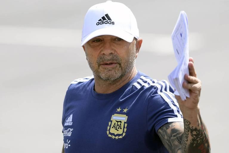 Jorge Sampaoli durante treino da Argentina neste domingo (24)