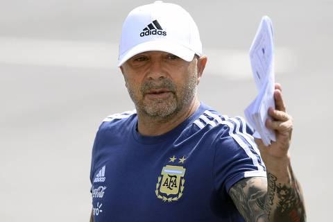 Jogadores argentinos pedem, e técnico aceita simplificar a seleção