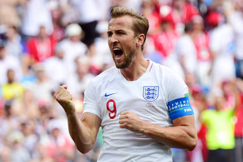 TOPSHOT - England's forward Harry Kane celebrates after scoring his team's fifth goal during the Russia 2018 World Cup Group G football match between England and Panama at the Nizhny Novgorod Stadium in Nizhny Novgorod on June 24, 2018. / AFP PHOTO / Martin BERNETTI / RESTRICTED TO EDITORIAL USE - NO MOBILE PUSH ALERTS/DOWNLOADS