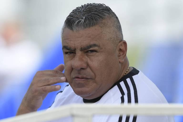 O presidente da AFA (Associação de Futebol Argentino), Claudio Tapia, acompanha o treinamento da seleção argentina neste domingo (24), em Bronnitsi