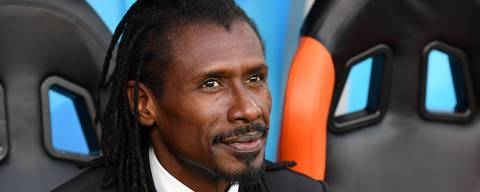 Senegal's coach Aliou Cisse attends the Russia 2018 World Cup Group H football match between Japan and Senegal at the Ekaterinburg Arena in Ekaterinburg on June 24, 2018. / AFP PHOTO / HECTOR RETAMAL / RESTRICTED TO EDITORIAL USE - NO MOBILE PUSH ALERTS/DOWNLOADS