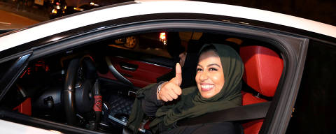 A Saudi woman celebrates as she drives her car in her neighborhood, in Al Khobar,  Saudi Arabia, June 24, 2018. REUTERS/Hamad I Mohammed     TPX IMAGES OF THE DAY ORG XMIT: GGG-BAG12