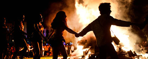 People dance around a bonfire on San Juan's Night in Mundaka, Spain, June 24, 2018. Fires are lit throughout Spain on the eve of Saint John, where people burn objects they no longer want and make wishes as they jump through flames. REUTERS/Vincent West ORG XMIT: VPW03