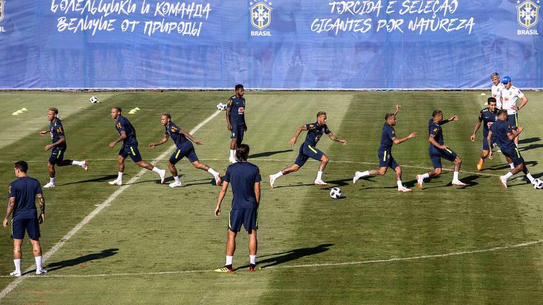 Fotomontagem com fotos de Neymar durante bobinho com jogadores da seleção brasileira, em Sochi