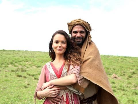 "Raquel (Graziella Schmitt) ganhará o amor de Jacó (Felipe Cardoso) na minissérie ""Lia"""