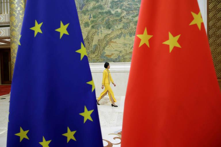 Bandeiras da União Europeia e da China em Pequim