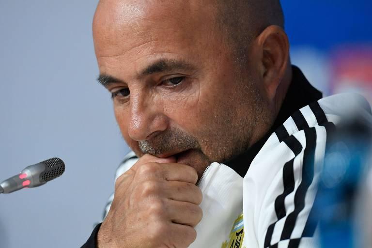 O técnico Jorge Sampaoli participa da entrevista coletiva da Argentina no Estádio de São Petersburgo, na véspera da partida decisiva contra a Nigéria, nesta terça-feira