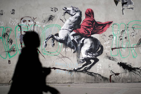 A recent artwork believed to be attributed to British activist-artist Banksy is pictured in Paris, France, June 25, 2018. REUTERS/Benoit Tessier    NO RESALES. NO ARCHIVES     TPX IMAGES OF THE DAY ORG XMIT: BTE01