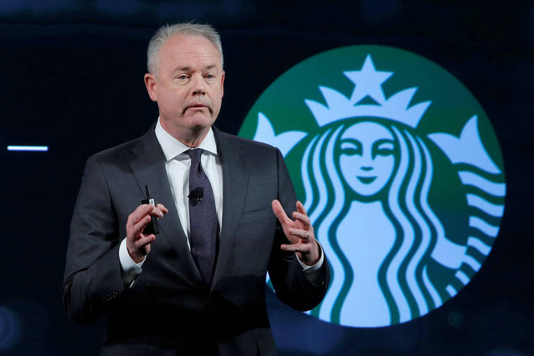 O presidente-executivo da Starbucks Kevin Johnson