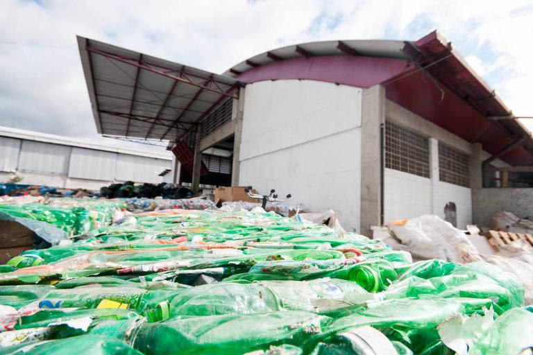 Pátio de reciclagem de cooperativa