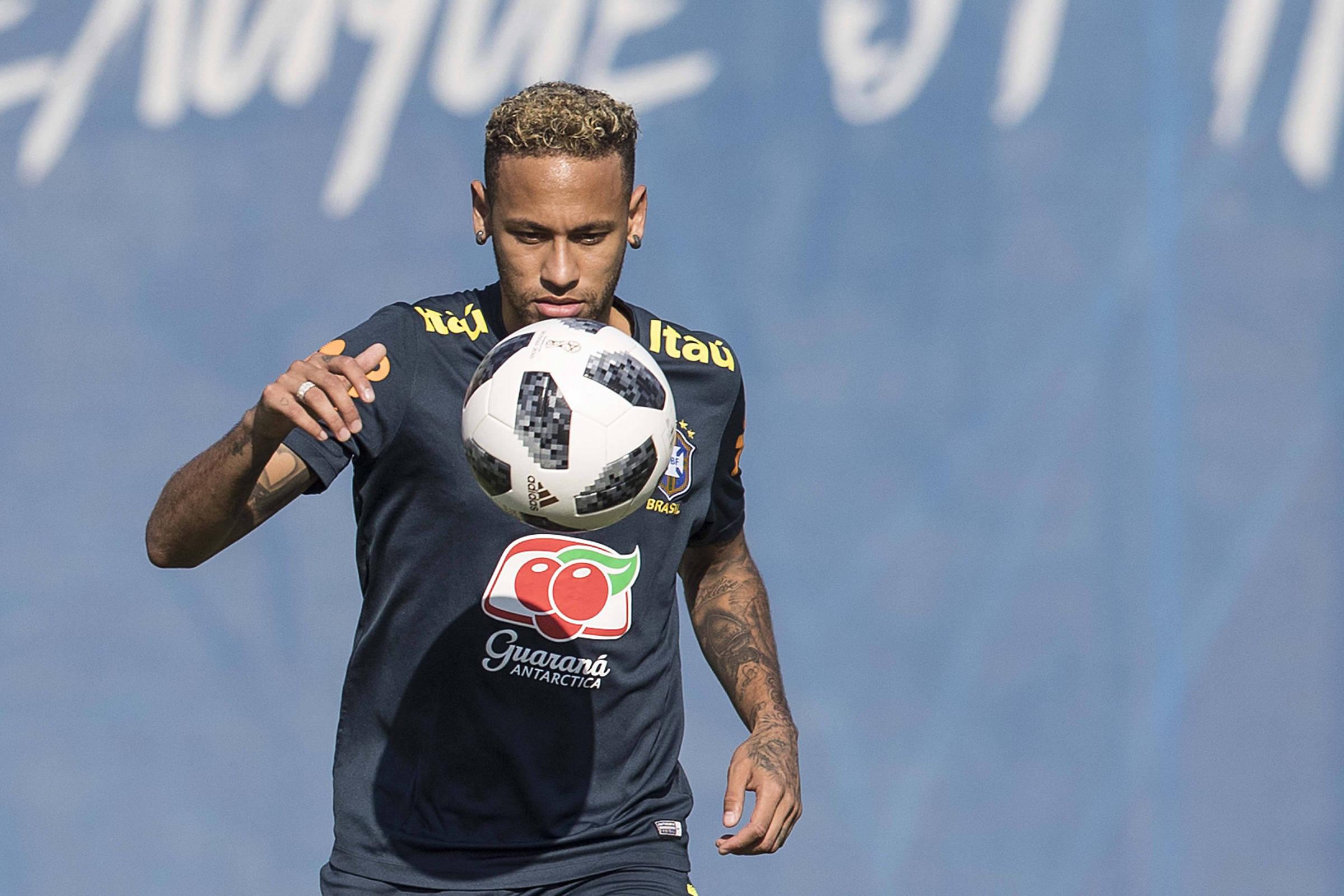 2a0b0fe1e7 Neymar se irrita com críticas