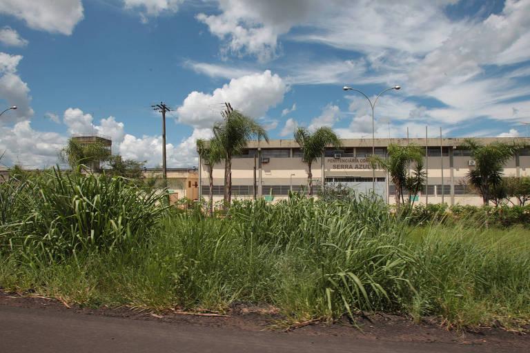 Fachada da Penitenciária de Serra Azul
