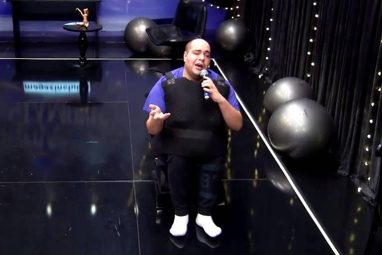 Tiago Abravanel faz homenagem a Nelson Ned no Show dos Famosos