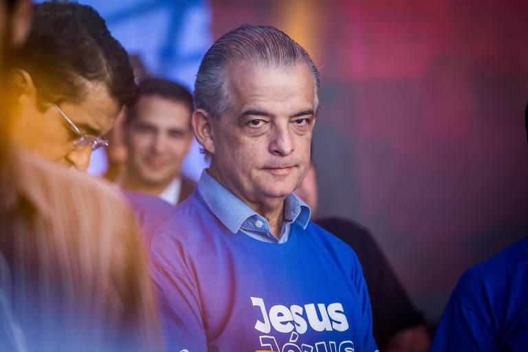 O governador do estado de São Paulo Márcio França participa da Marcha para Jesus 2018. Ele veste uma camiseta azul em que se lê a palavra Jesus. O evento gospel organizado pela igreja Renascer em Cristo reuniu uma multidão na praça Heróis da Força Expedicionária Brasileira, na zona norte de São Paulo
