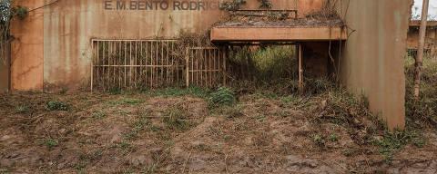 MARIANA, MG, BRASIL, 30.09.2017  -  Ruínas de escola em Bento Rodrigues, vilarejo de Mariana (MG) destruído pela lama da barragem da Samarco há 2 anos. (Foto: Avener Prado/Folhapress)
