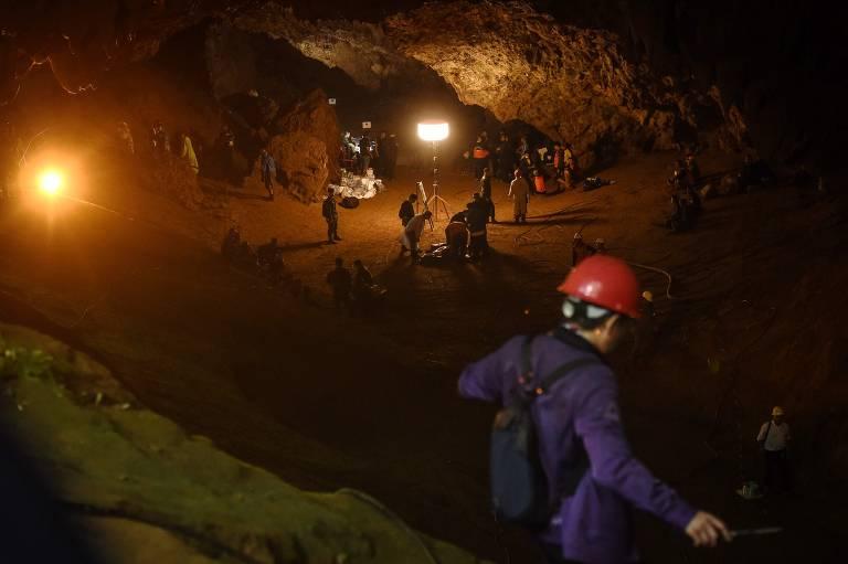 Equipes de resgate participam da busca na caverna de Tham Luang, na Tailândia