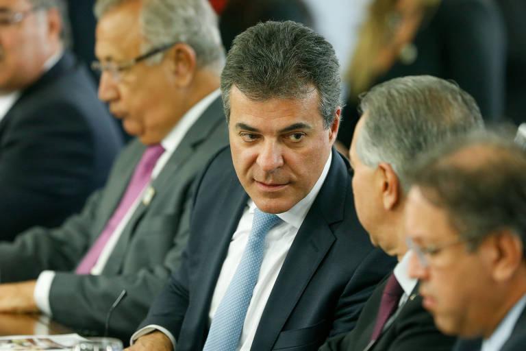 O ex-governador do Paraná Beto Richa (ao centro)