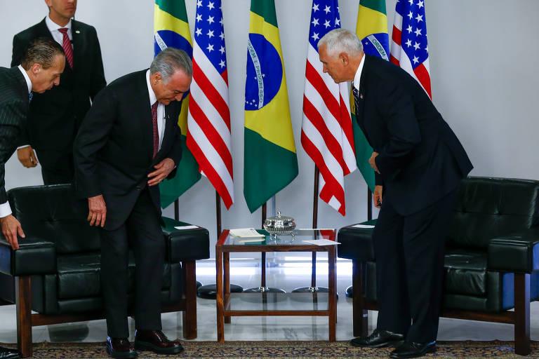 O presidente brasileiro Michel Temer e o vice dos EUA, Mike Pence (dir.), durante encontro em Brasília
