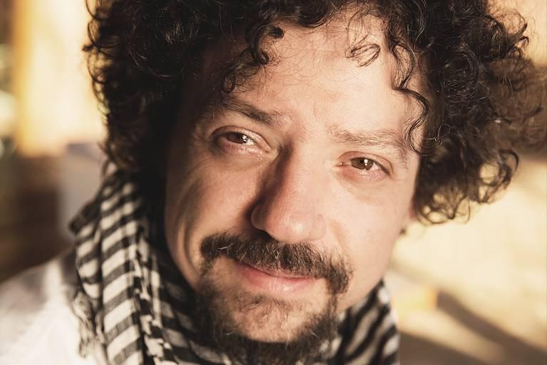 O cantor e compositor Chico Teixeira