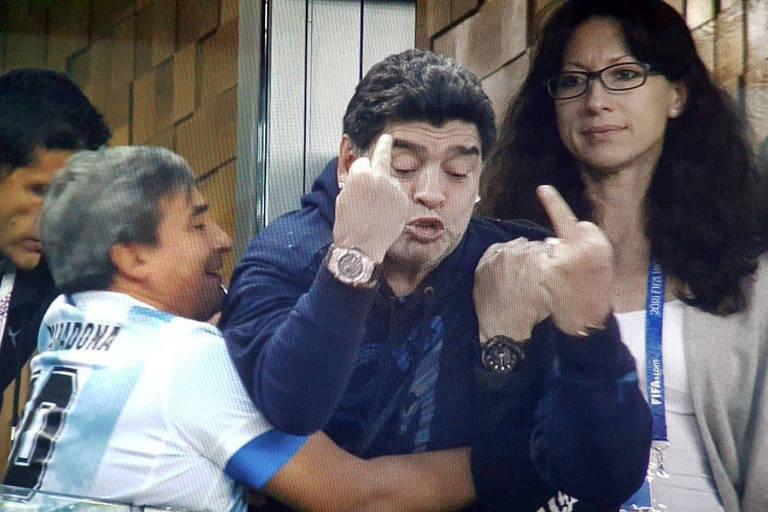 Maradona em 10 momentos do jogo Nigéria vs Argentina