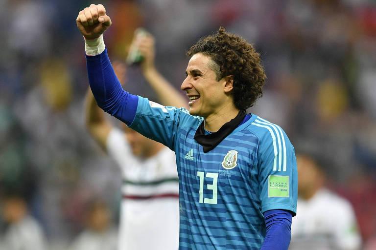 Guillermo Ochoa comemora após partida do México contra a Coreia do Sul